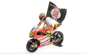 1 12 Ducati Desmosedici GP11.2 Rossi MotoGP 2011 1 12 • Minichamps 122112146