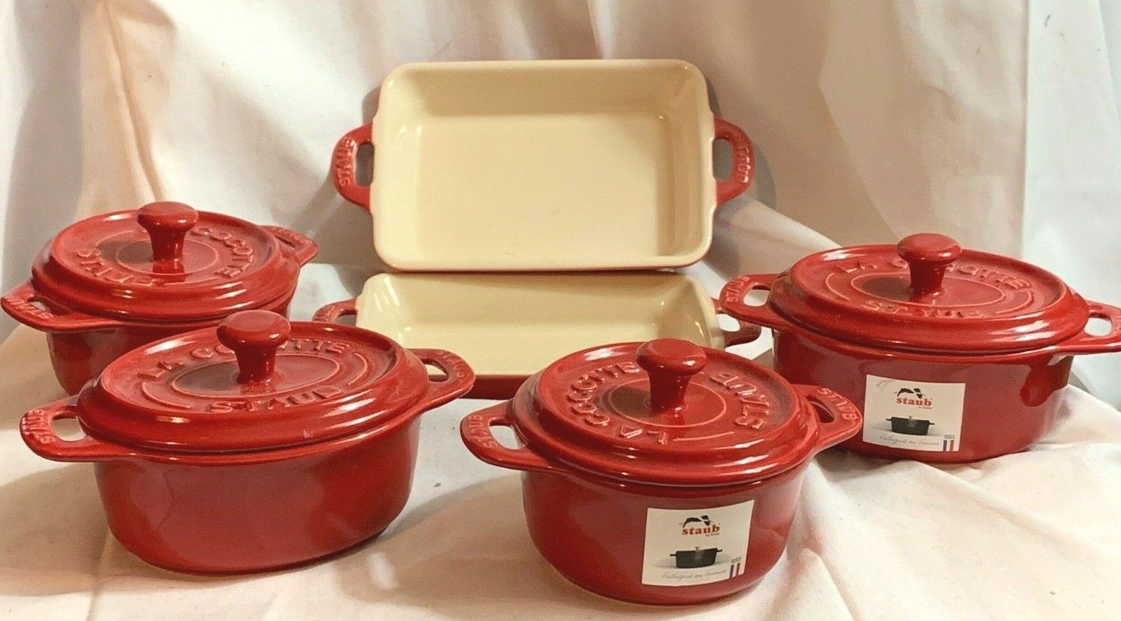 Staub France Cherry Ceramic 6 pc Set ronde, ovale coquettes, au gratins-Neuf