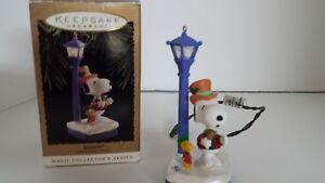 Peanuts-Snoopy-Woodstock-Caroling-Flickering-Light-ornament-Lamp-Post-1994-4th