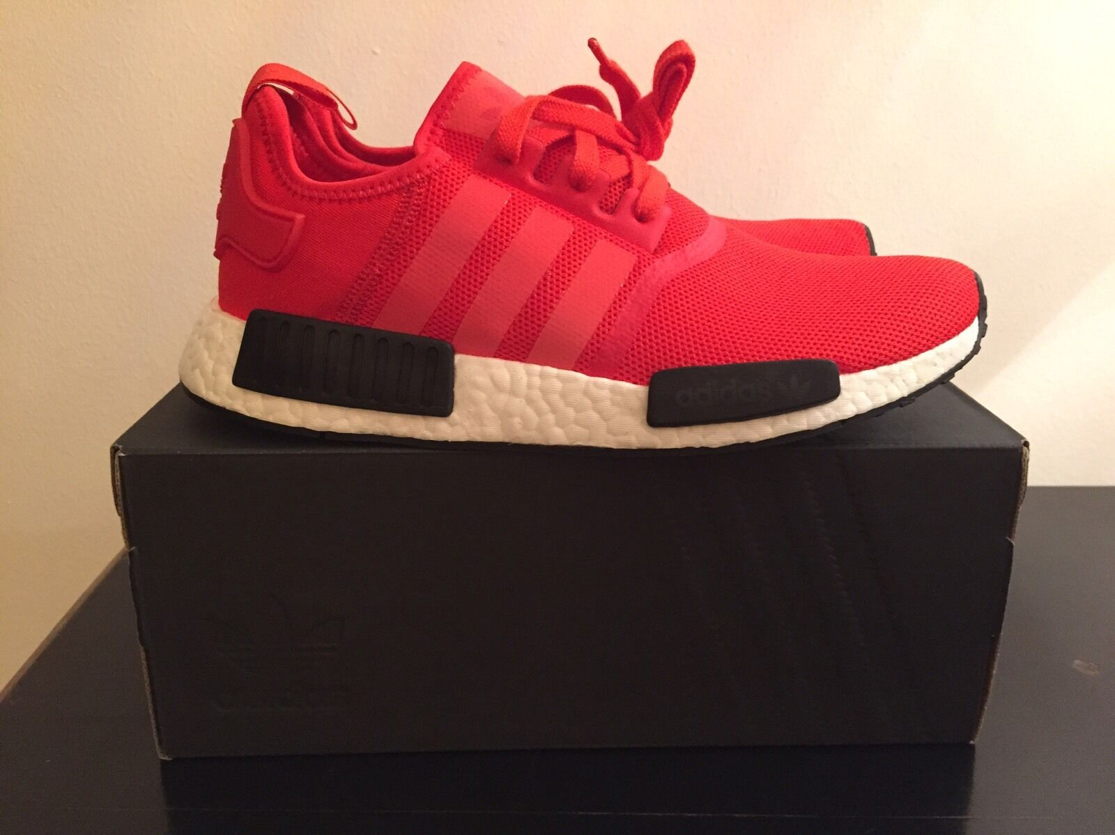 ADIDAS NMD R1 ROT-BLACK in Gre EU 42 2/3 US 9