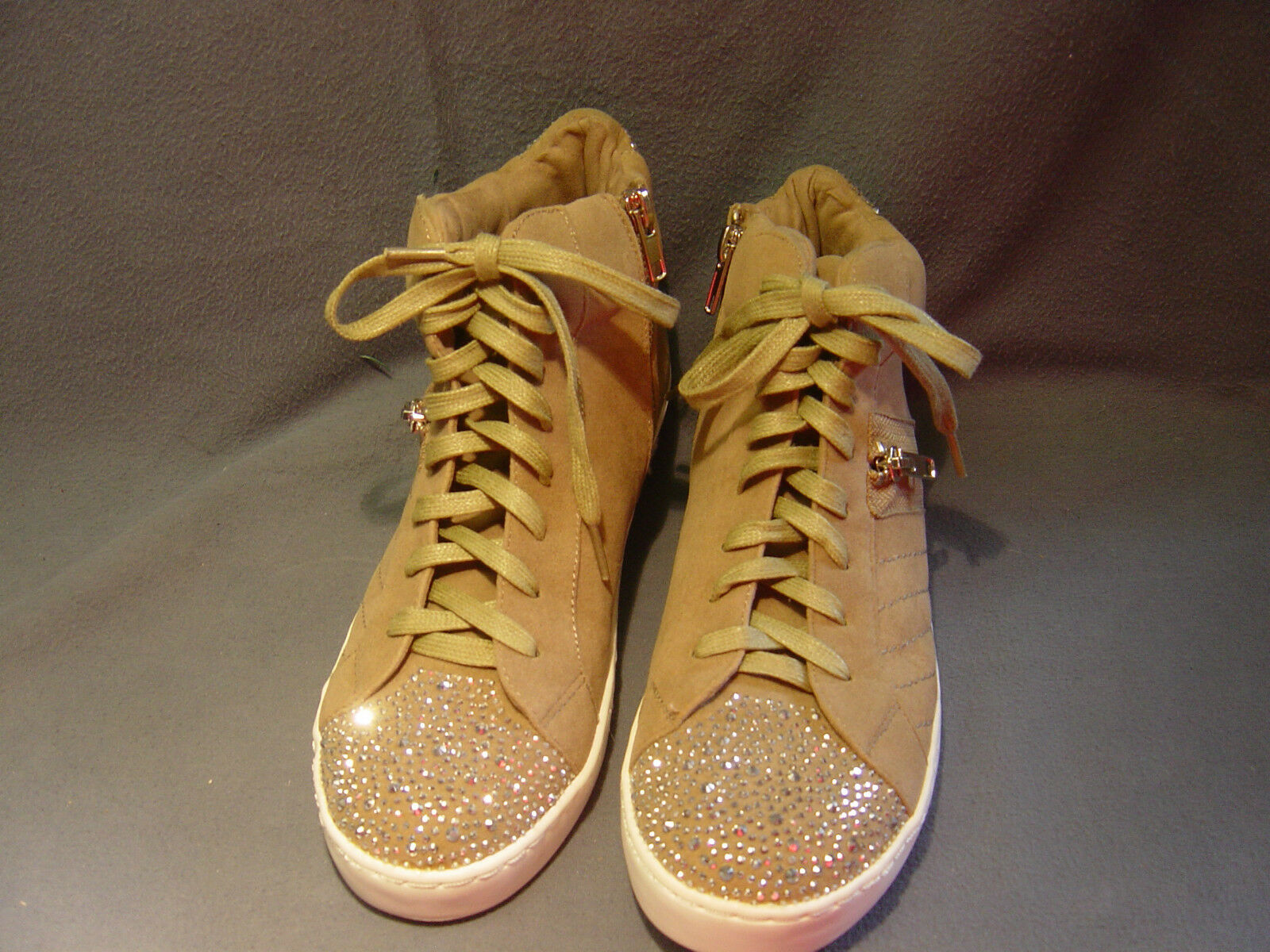 WOMEN'S FERGALIOUS TAN SPARKLEY ATHLETIC WALKING RUNNING LACE UP SHOES SIZE 8M