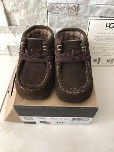 6 Boots niños de marca unisex genuino meses bebé 90 £ Tamaño 0 Rrp Brown Nueva 1 Ugg RXzqdn