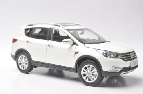Dongfeng Aeolus AX7 car model in scale 1:18 White