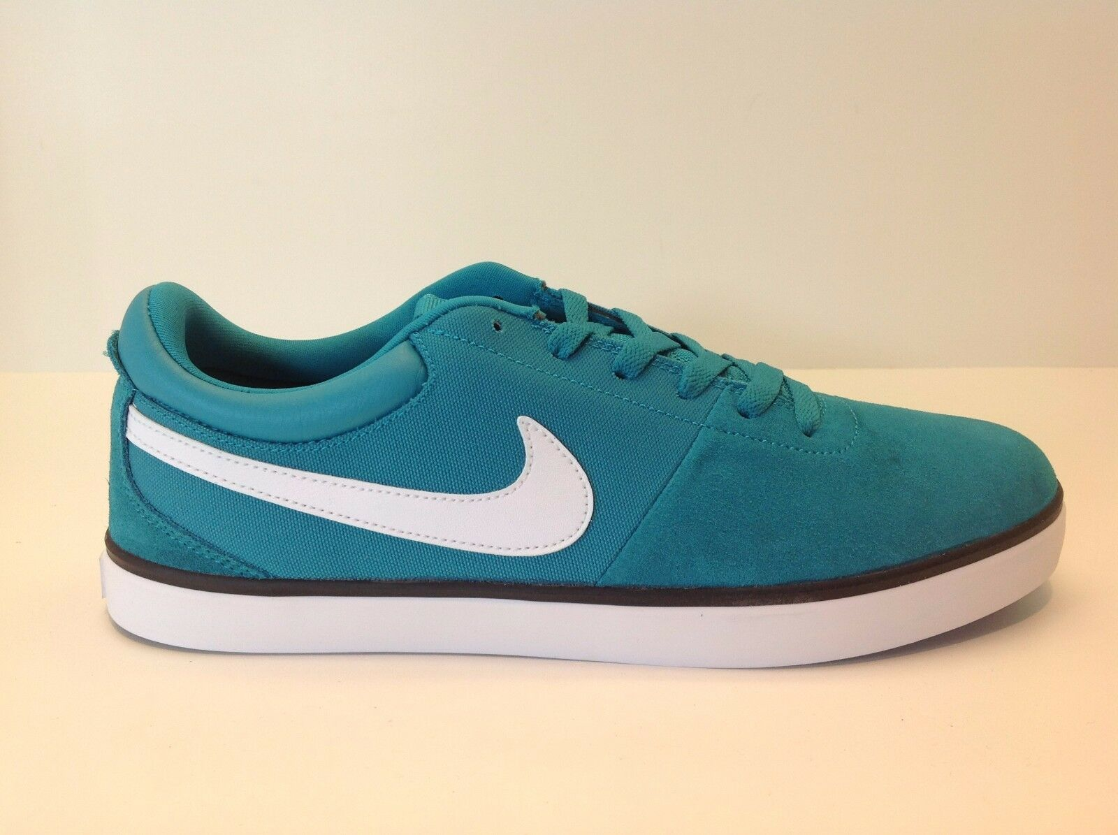 Nike Robona LR Turbo Green/White Men's Comfortable