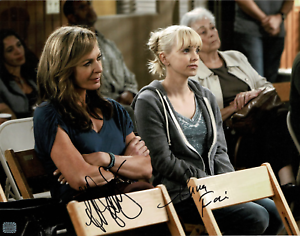 Anna-Faris-amp-Allison-Janney-signed-autographed-11x14-photo-AMCo-Authenticated
