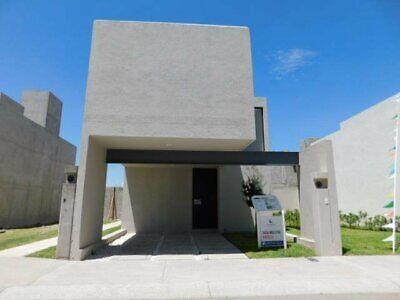 Casa en venta en Jardines de la Hacienda Queretaro cerca de Plaza de Toros