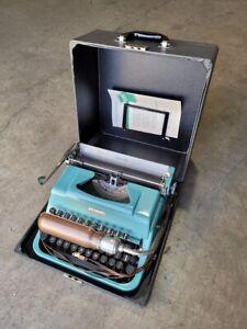 Vintage Underwood Leader Portable Typewriter | With Case Serial #CB2753489