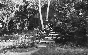 ETATS-UNIS-Carte-PHoto-Maisonnette-Rustica-dans-les-Bois-de-MICHIGAN-pres-du-lac