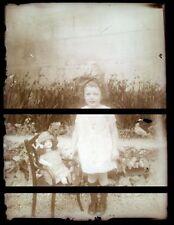 PLAQUE VERRE PHOTO NEGATIF circa.1920 FILLETTE ET SA POUPEE Girl doll  (B12)