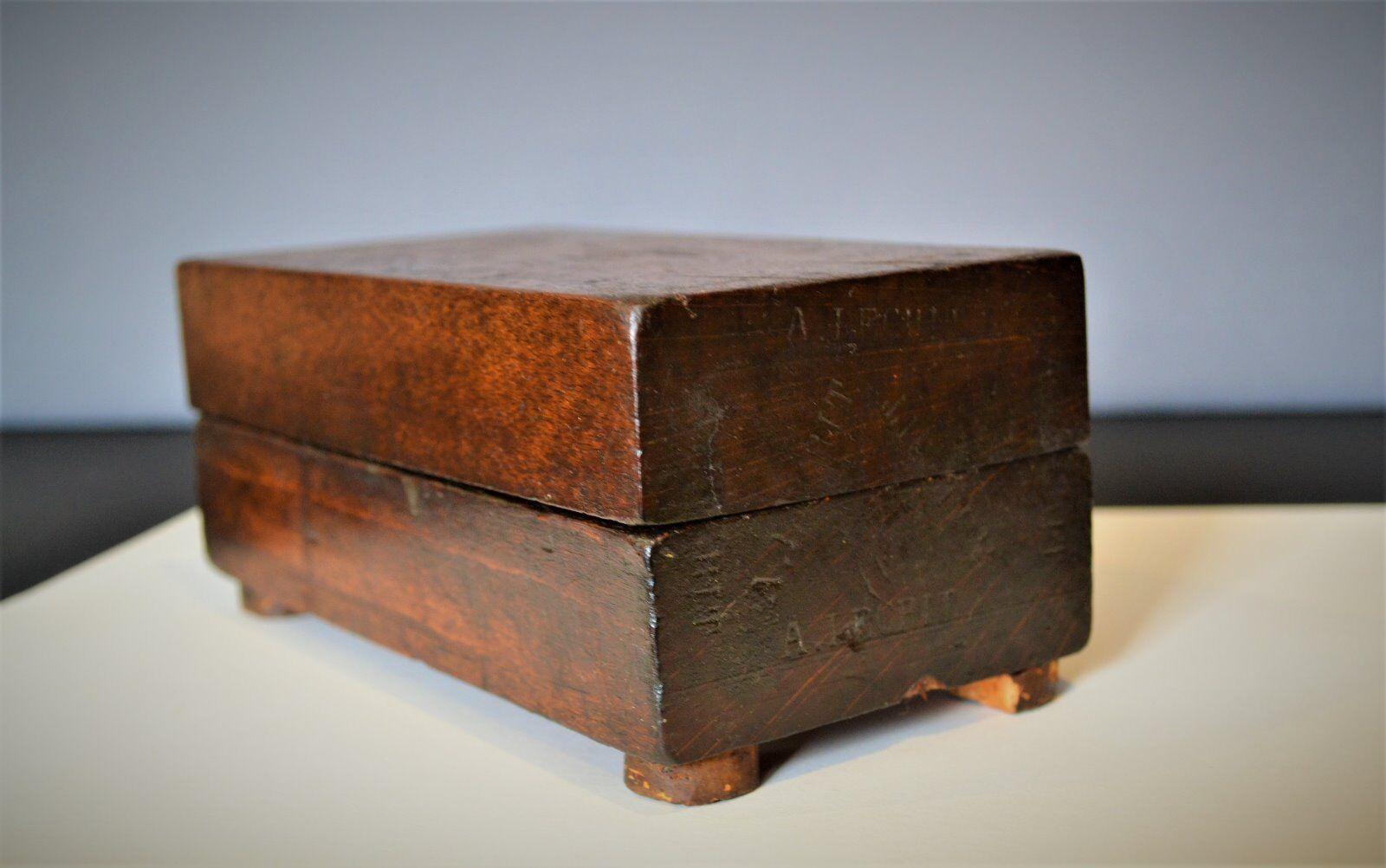 Très belle ancienne pierre à affûter aiguiser dans sa boîte d'origine