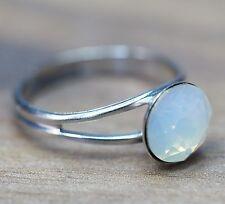 Neu RING mit 8mm SWAROVSKI STEIN in white opal/weiß DAMENRING Verstellbar