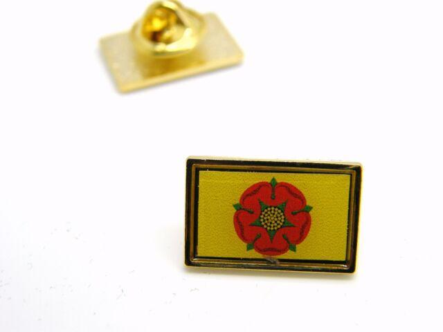 LANCASHIRE LANCS FLAG LAPEL PIN BADGE NOVELTY IN VELVET GIFT POUCH