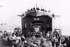 WW2-Utah-Beach-07-06-44-Un-LST-debarque-des-GMC