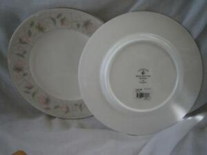 2-Royal-Doulton-MELROSE-Bone-China-LUNCHEON-Plates-Accent-Floral-Rim-LOT-of-2