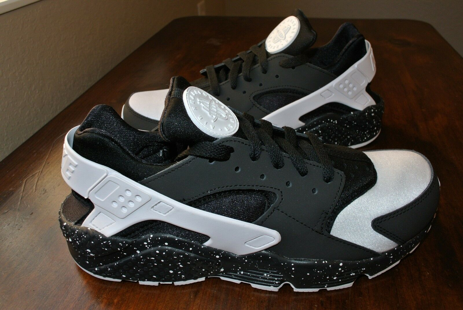 NIKE NikeiD AIR HUARACHE PANDA BLACK WHITE OREO 777330 972 US MENS SHOE SIZE 9