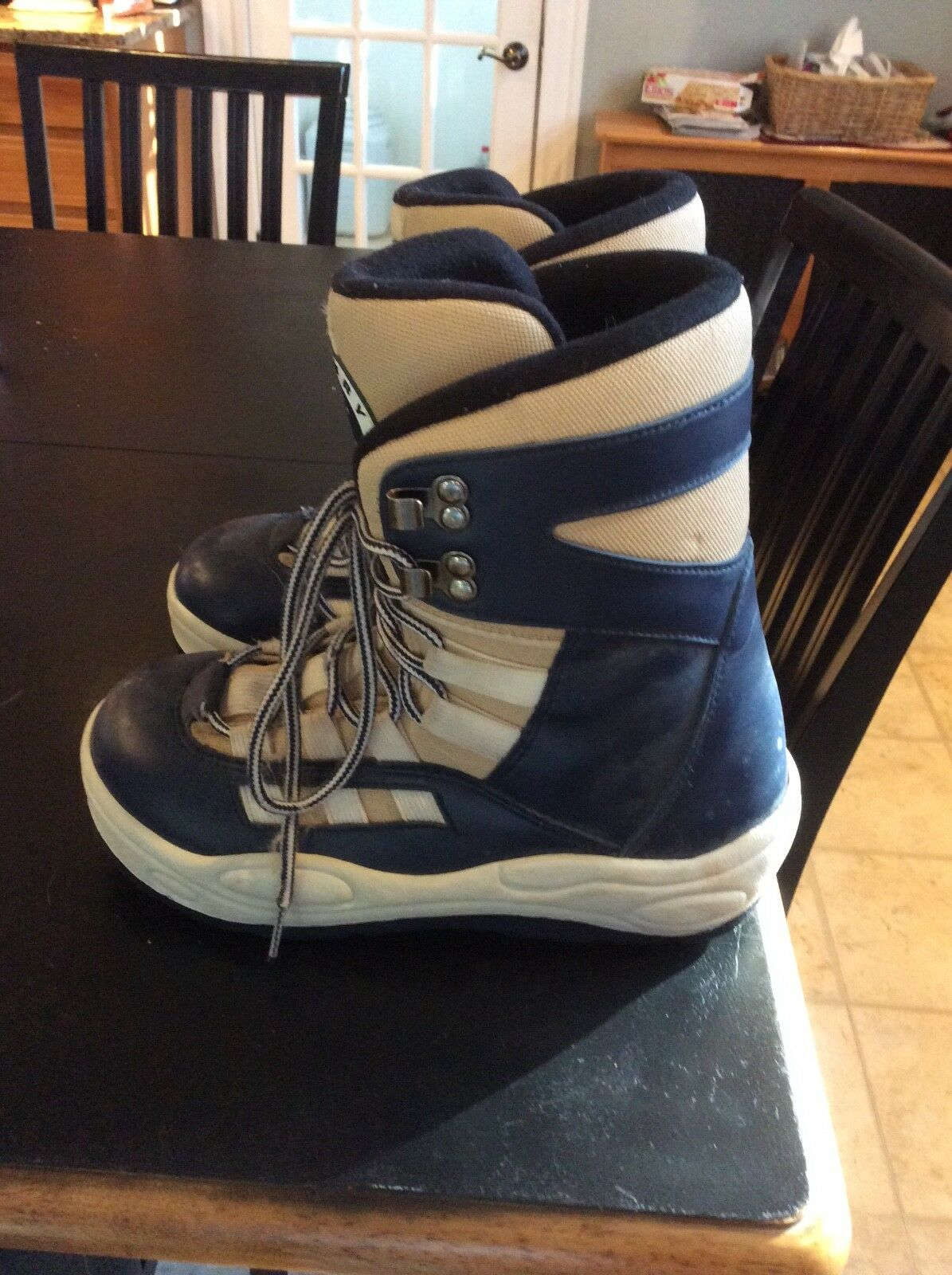 Mens snowboard boots size 6