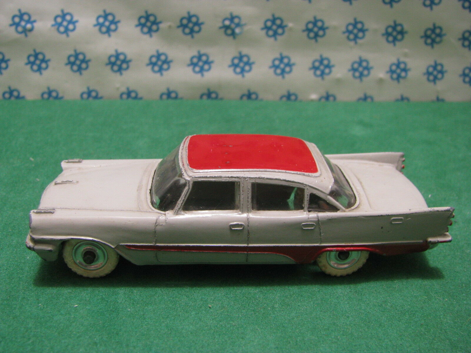 Vintage -    DESOTO  FIREFLITE         -  Dinky toys 192 037f52