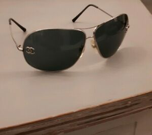 CHANEL-sunglasses-with-case