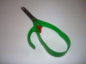 PAIR OF EASY GRIP SELF OPENING SCISSORS WEAK HANDS ARTHRITIS NEW & BOXED