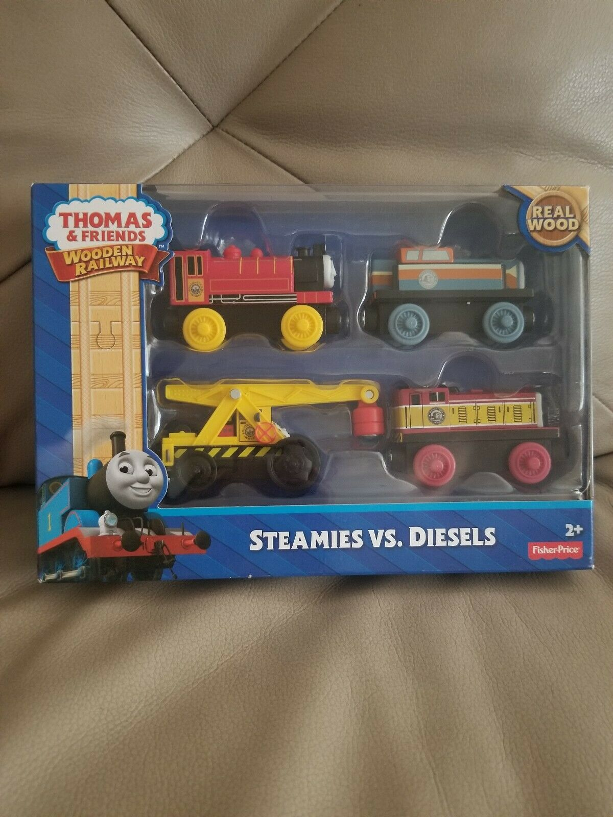 Thomas the Train and vänner Steamys mot Diesels Set (4 Tåg) Real trä NEW
