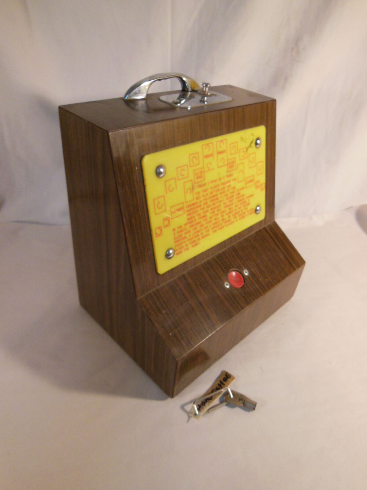 Old Coin Operated Score Keeper of Horse shoes Toss  Game with Key RARE & VINTAGE  at the lowest price