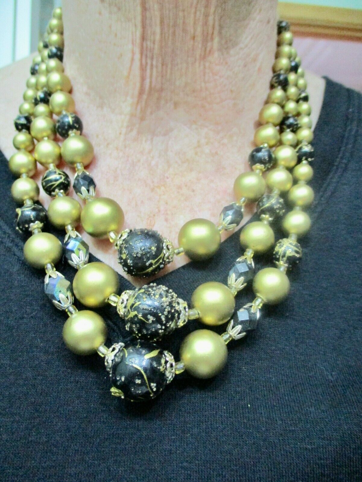 Vintage 1950s Japanese Cream /& Gold Beaded Multistrand Necklace