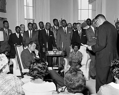AA-328 KENNEDY MEETS WITH CABINET MAY 25 PRESIDENT JOHN F 1961-8X10 PHOTO