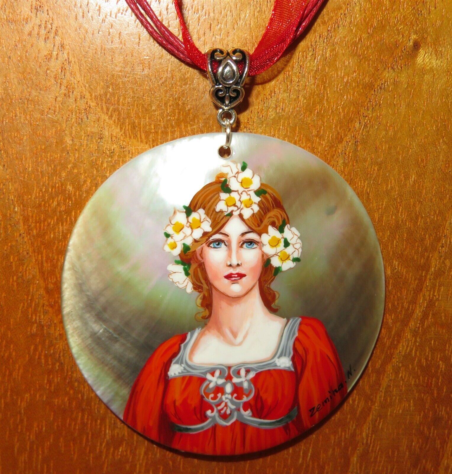 Colgante Elisabeth Sonrel Niña en red Pintado a Mano Carcasa Art Nouveau
