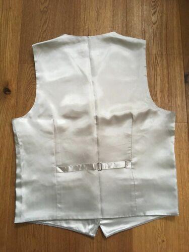 42 Men/'s Silver Waistcoats Paisley Formal Wedding Sizes 38 and cufflinks