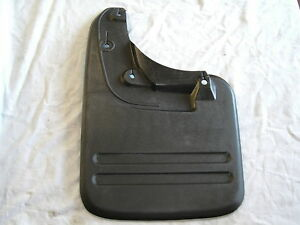 TOYOTA-HILUX-KUN-TGN-GGN-LH-REAR-MUDFLAP-SUIT-MODELS-WITH-FLARES-2005-ON