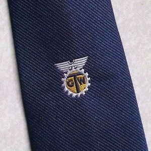 100% Vrai Vintage Cravate Homme Cravate Company Logo Crested Club Association Société Navy-afficher Le Titre D'origine Acheter Un Donner Un