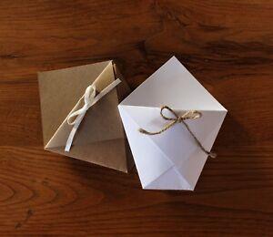 10-Coni-portariso-origami-in-cartoncino-pesante-bianchi-o-avana-con-fiocco-10x8