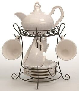 Set-theiere-4-tasses-et-sous-tasses-ceramique-creme-sur-presentoir
