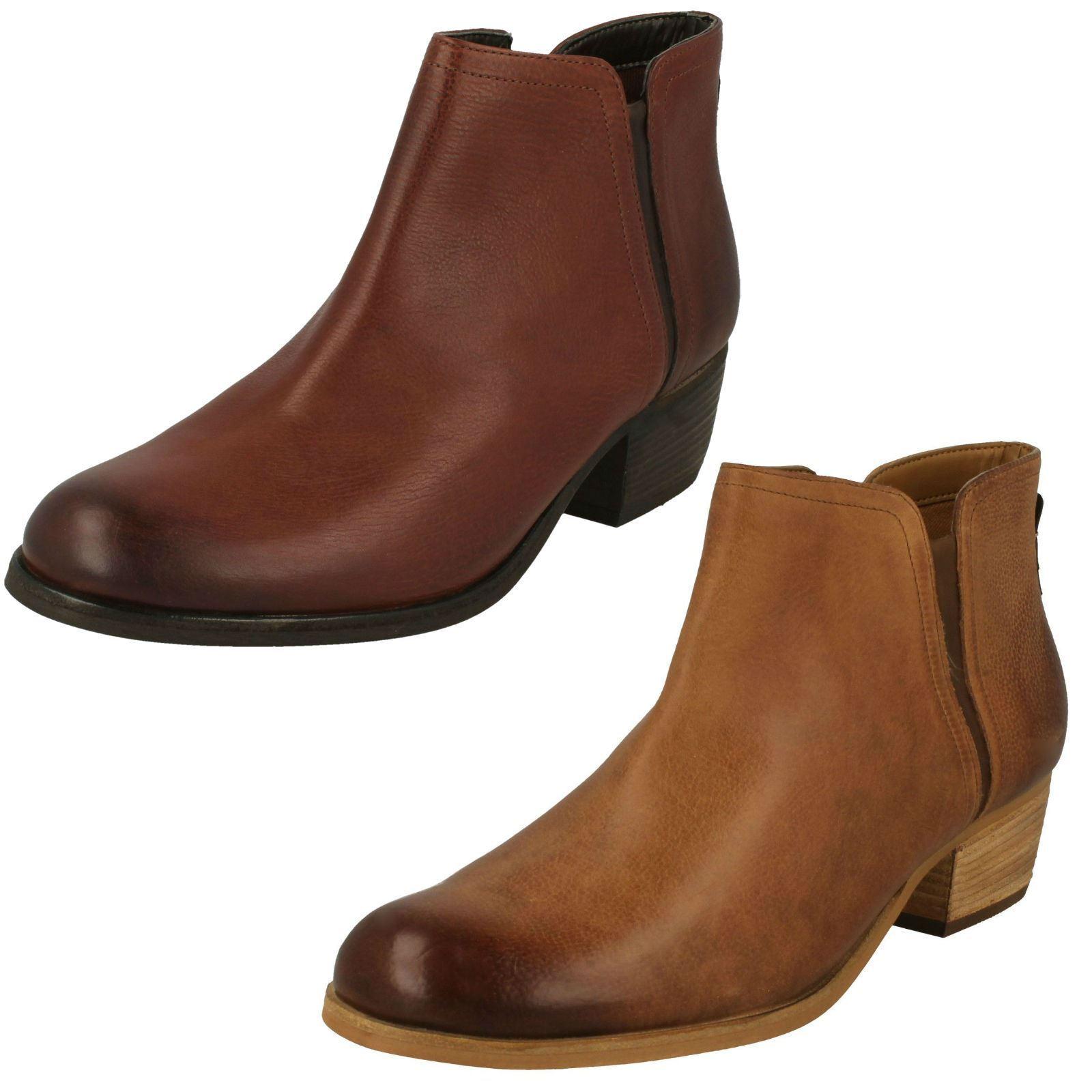 Ladies Clarks Zip Fastening Leather Chelsea Boots - 'Maypearl Ramie'