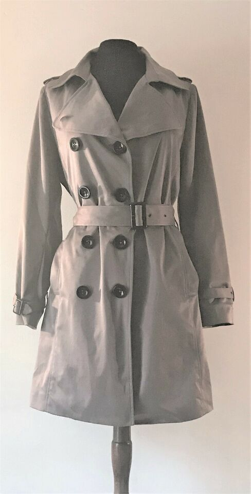 Trenchcoat, str. 40, By Groth
