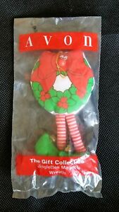 VINTAGE-AVON-THE-GIFT-COLLECTION-JINGLETTES-MAGNET-WREATH-SEALED-BAG