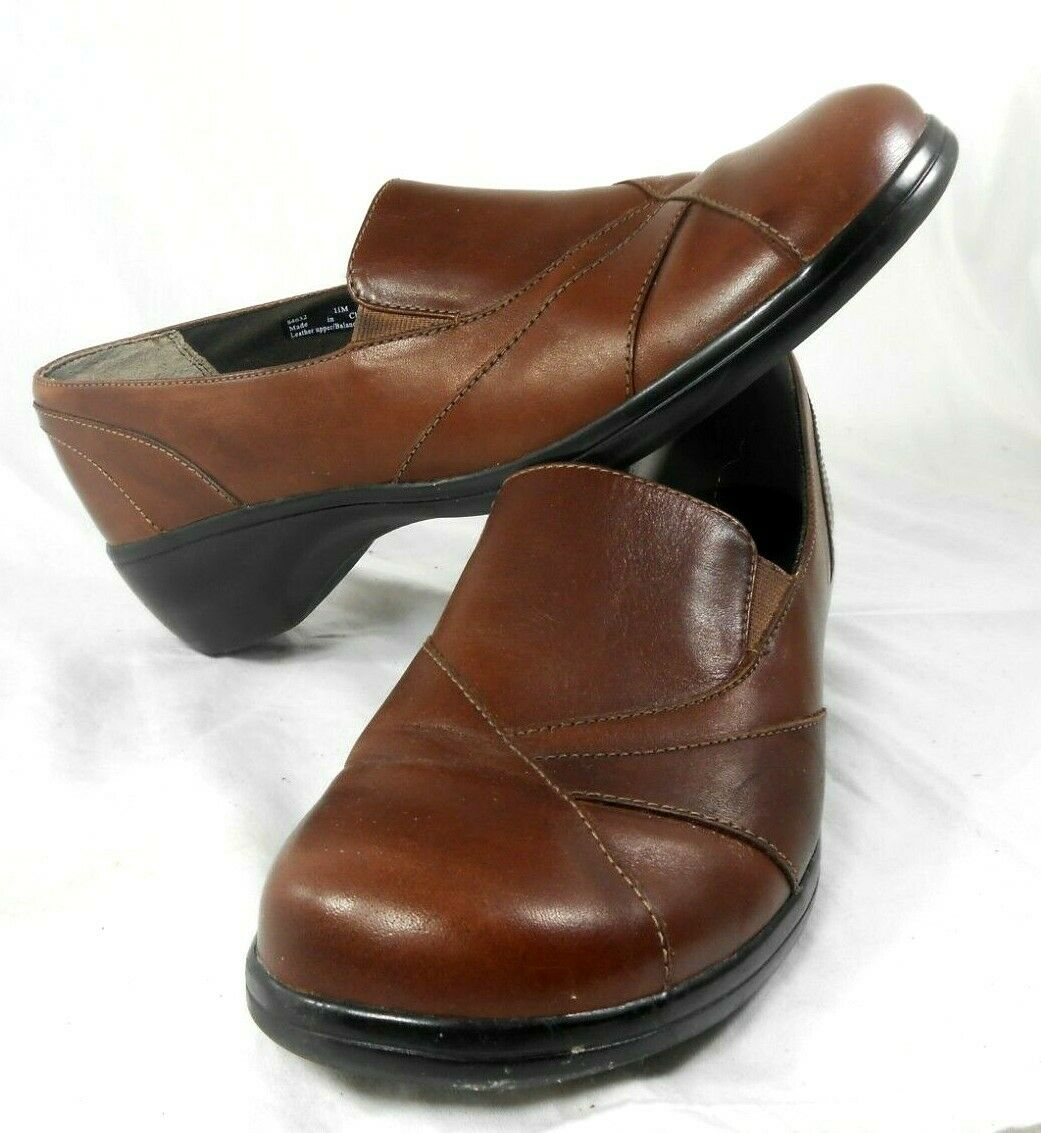Men's Clarks Brown Leather shoes Size 11 M Loafer Dress   Casual Slip on NICE