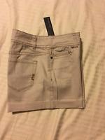 Daisy Fuentes: Nwt, Women 5 Pocket Casual Shorts, Cuff: ash, 6