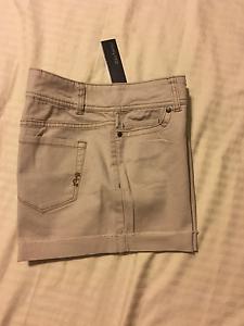 """Daisy Fuentes: NWT, Women 5 Pocket Casual Shorts, Cuff: """"Ash"""", 6"""