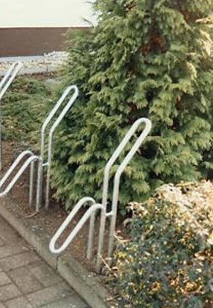 Fahrrad-Rohrparker als Einzelparker, mit Bodenanker zum Einbetonieren