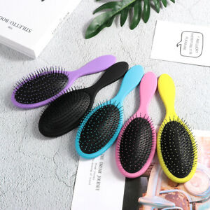 brosse-a-cheveux-massage-du-cuir-chevelu-le-salon-de-barbier-de-pinceaux