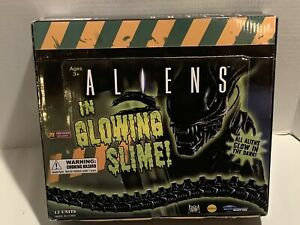 Aliens In Glowing Slime 2015 Diamond Select 12 Count In Display Box