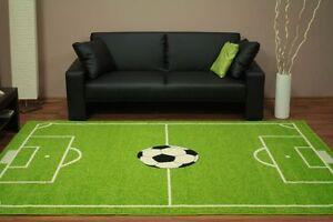 Teppich-HOP-Kinderzimmer-Jugend-Spielteppich-Kinderteppich-Fussballplatz-gruen
