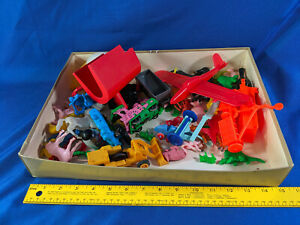 LARGE-LOT-1960s-70s-Soft-Hard-Plastic-Toy-Lot-Train-Model-Mini-VTG-Animals-Moto