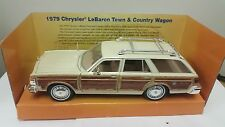 1979 Chrysler LeBaron Town & Country Wagon Motormax 73331 1/24 Diecast Model Car