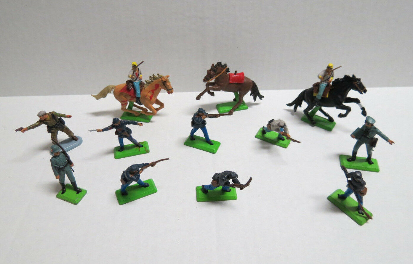12Britains Deetail Toy Soldiers 10p Lot 1971 vtg -1 1977 & 1 1978 Super Deetail