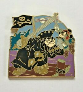 Disney-Pin-Badge-Pirates-of-the-Caribbean-Pete-and-Mickey
