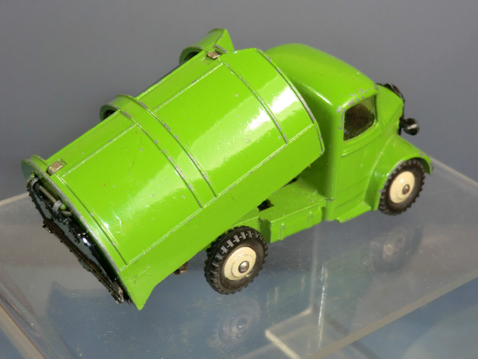 DINKY TOYS MODEL No.252 BEDFORD REFUSE WAGON