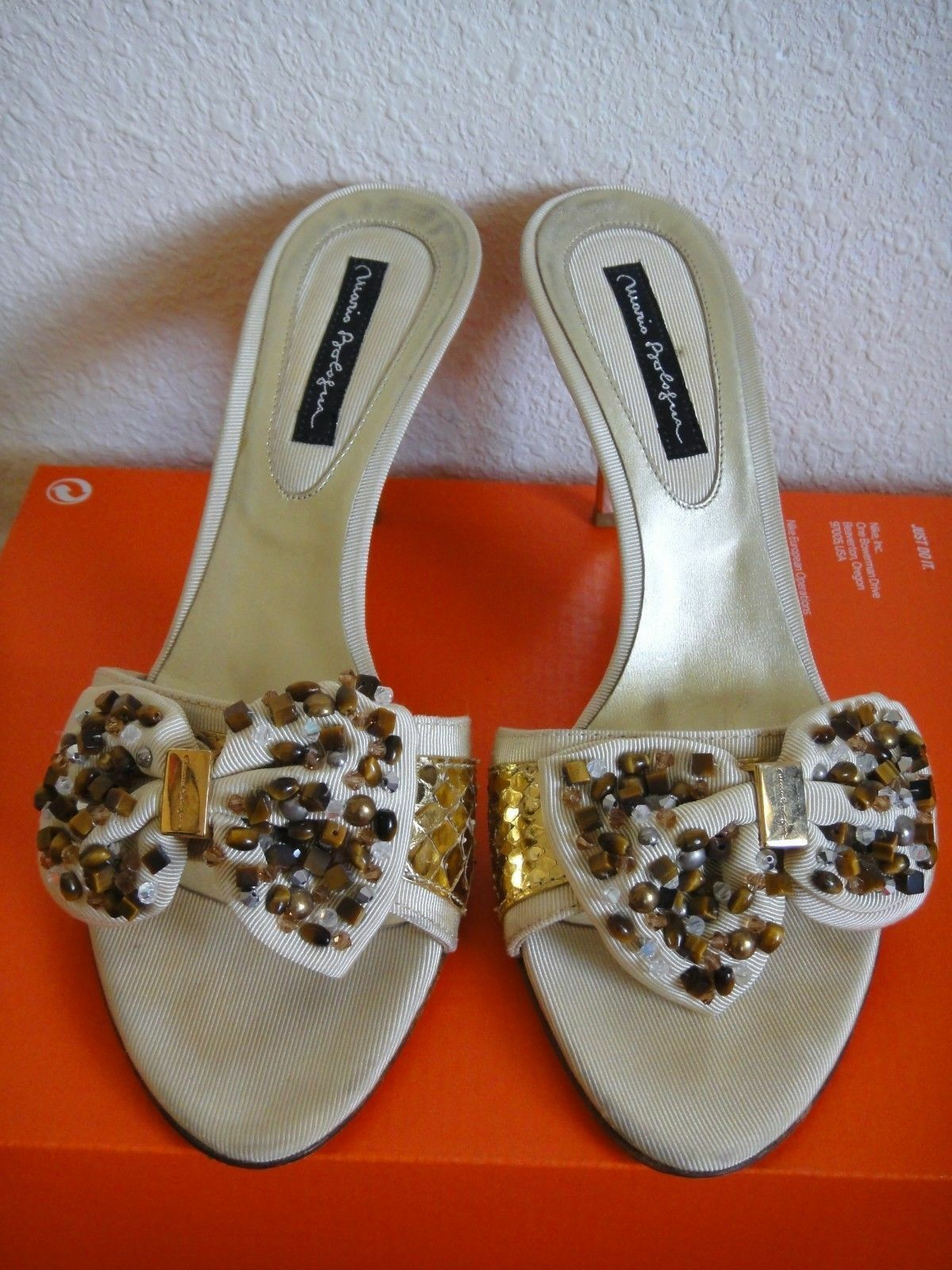 500 MARIO BOLOGNA Jeweled Bow Beige or Slides Slip On Sandals chaussures 40 9 EUC 4332ba