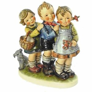 hummel-369-034-follow-the-leader-034-034-2-sisters-and-their-brother-034-tm8-7-034-1600